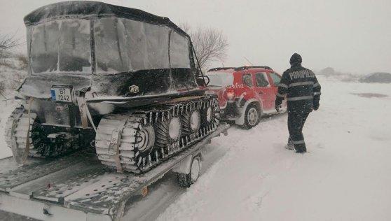 Imaginea articolului ULTIMA ORĂ Drumarii din Gorj intervin cu şenilata pentru recuperarea unui angajat blocat între Novaci şi Rânca