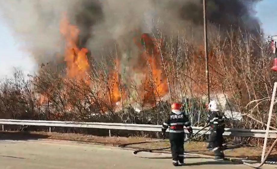 Incendiu în Voluntari, izbucnit la un depozit Remat/ Bucureştenii, sfătuiţi, prin RO-ALERT, să nu iasă din case din cauza norului de fum