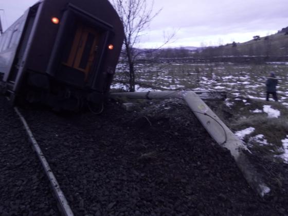 Imaginea articolului BREAKING Un tren cu cinci vagoane a deraiat în judeţul Hunedoara