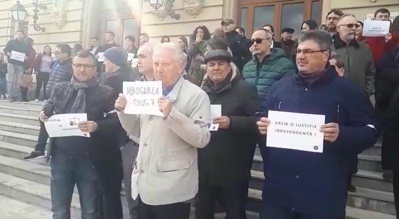 Protest al comunităţii academice faţă de OUG 7, la universitatea unde Tudorel Toader este rector autosuspendat: Nu ne eşti model