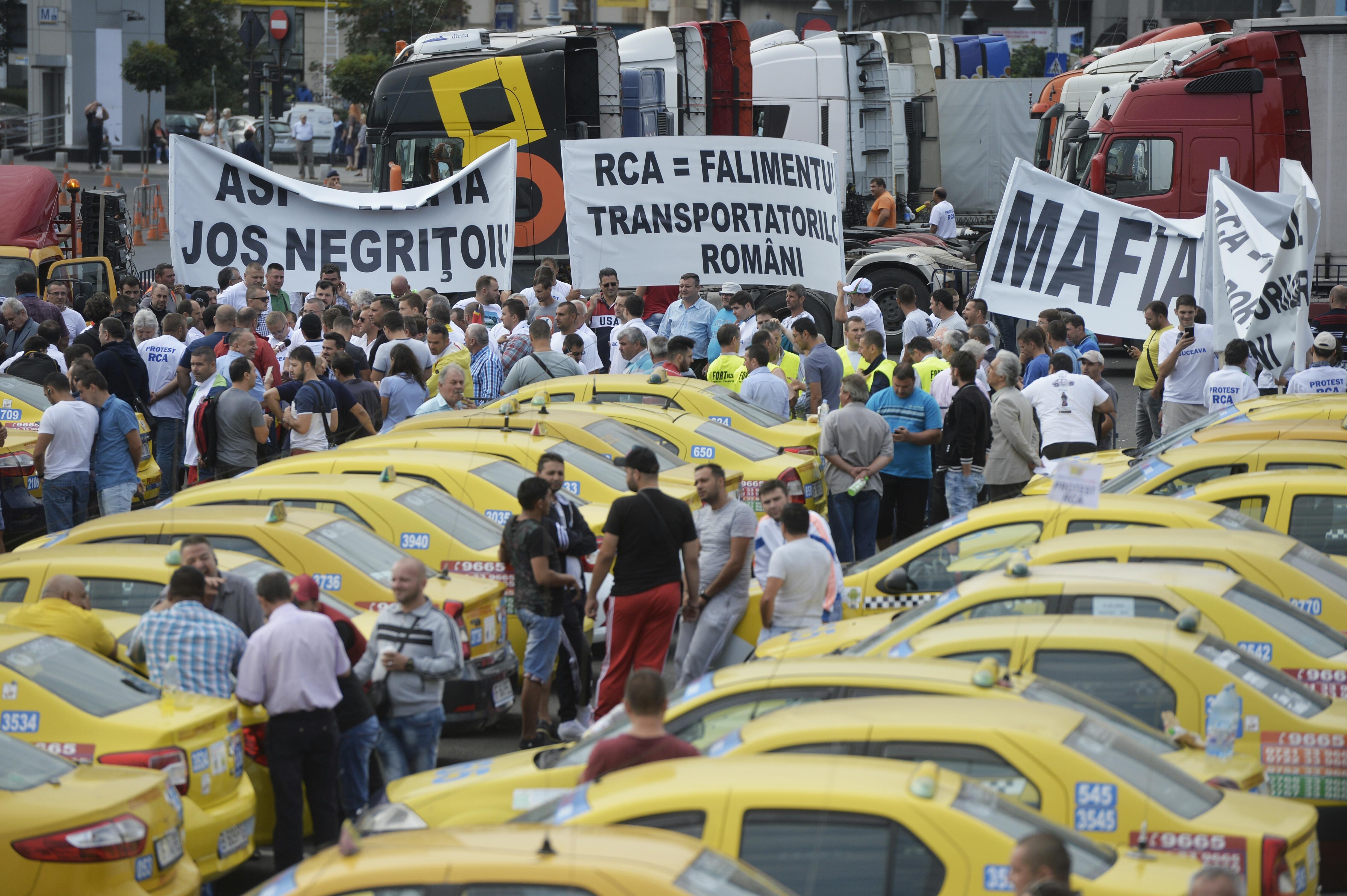 Piaţa Victoriei, blocată de un PROTEST al transportatorilor. Circulaţia restricţionată în centrul Capitalei afectează traficul din Bucureşti | VIDEO
