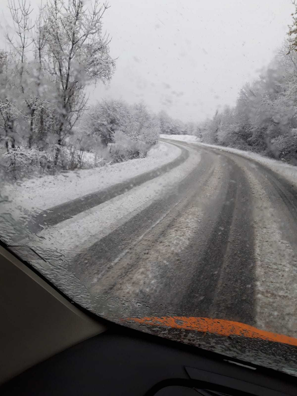 NINSOARE la sfârşitul lunii martie în Predeal: Drumarii intervin cu utilaje şi material antiderapant   FOTO, VIDEO