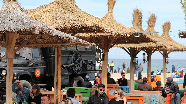 Petrecere pe litoral de 1 mai. De la prima zi de plajă, la noaptea albă în cluburi | FOTO