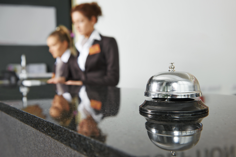 Federaţia Patronatelor din Turism spune că România pierde 5 miliarde de euro din cauza lipsei forţei de muncă în hotelurile de pe litoral