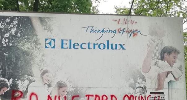 Deputat independent, amendat după ce a scris un mesaj pe un panou publicitar al companiei Electrolux | FOTO