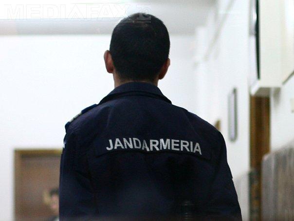 Un jandarm a LOVIT un elev într-un liceu unde avea loc examenul de bacalaureat