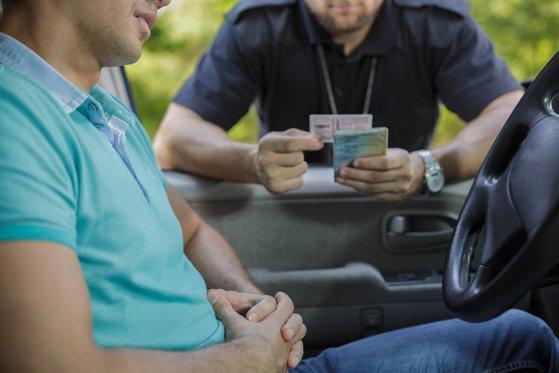 Imaginea articolului Lider USR, fost poliţist, a refuzat să oprească maşina la semnalul rutier şi să se legitimeze. Amenda primită de politician