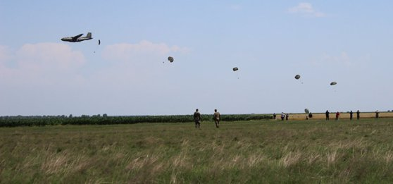 Imaginea articolului Militar american, rănit în urma unui exerciţiu de paraşutare, la baza aeriană Boboc | FOTO