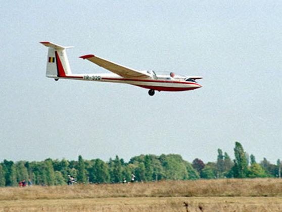 Imaginea articolului Un planor a aterizat forţat într-un lan de porumb. Care este starea pilotului