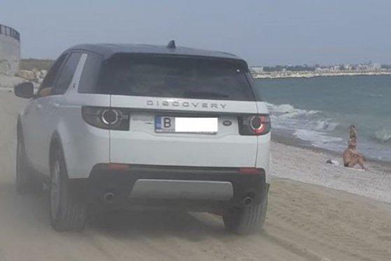 Imaginea articolului Imagini cu repetiţie pe litoral. A intrat cu maşina, printre copii, pe o plajă din Constanţa. Amenda uriaşă pe care o va primi - FOTO