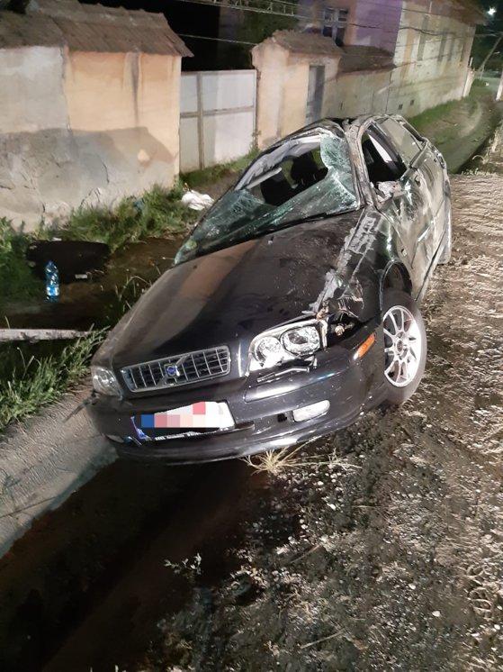 Imaginea articolului Accident teribil: O tânără a murit după ce maşina în care se afla a lovit un stâlp | FOTO