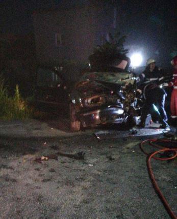 Imaginea articolului Un mort şi un rănit grav, în urma coliziunii frontale dintre două maşini. Şoferul care a provocat accidentul era băut | FOTO