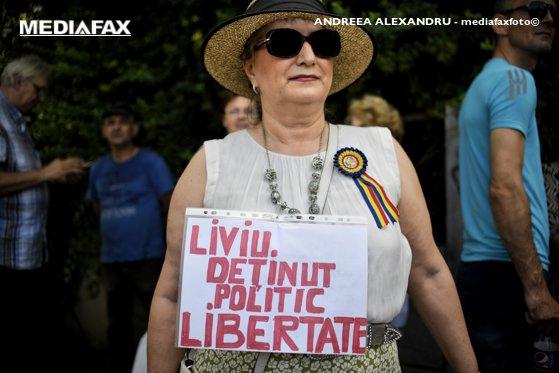 Imaginea articolului Protest la Palatul Cotroceni. Manifestanţii cer demisia preşedintelui Klaus Iohannis şi eliberarea lui Liviu Dragnea | FOTO