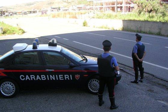Imaginea articolului Un şofer român de TIR a devenit erou în Italia, după ce a convins un adolescent să nu se sinucidă - VIDEO