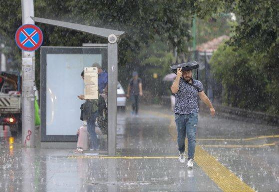 Imaginea articolului ALERTĂ ANM: Cod galben de ploi torenţiale şi grindină în Bucureşti