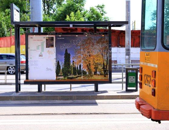 Imaginea articolului Adăposturile din staţiile de autobuz de la Galaţi, distruse la puţin timp după montare | FOTO