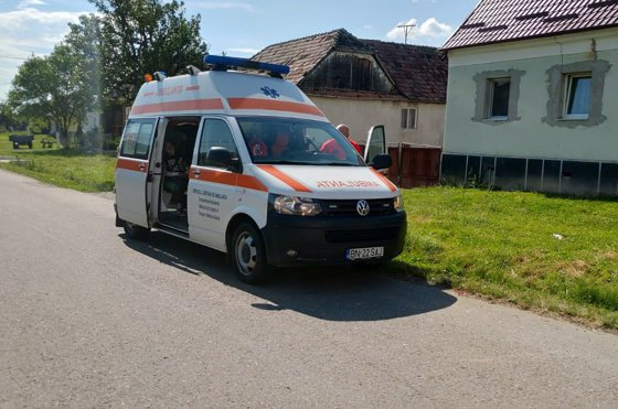 Imaginea articolului Şase fraţi şi mama lor au fost răniţi, după ce s-a răsturnat căruţa în care se aflau | FOTO