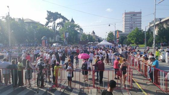 Imaginea articolului Festivalul Iei la Iaşi: Concert maraton de muzică populară şi sute de oameni prinşi în hore | FOTO