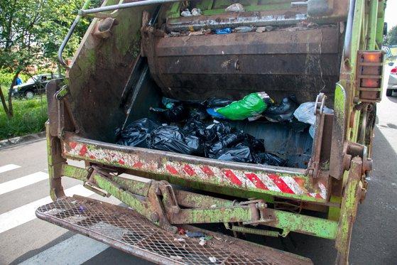 Imaginea articolului Un tânăr a murit călcat de maşina de gunoi, în Arad
