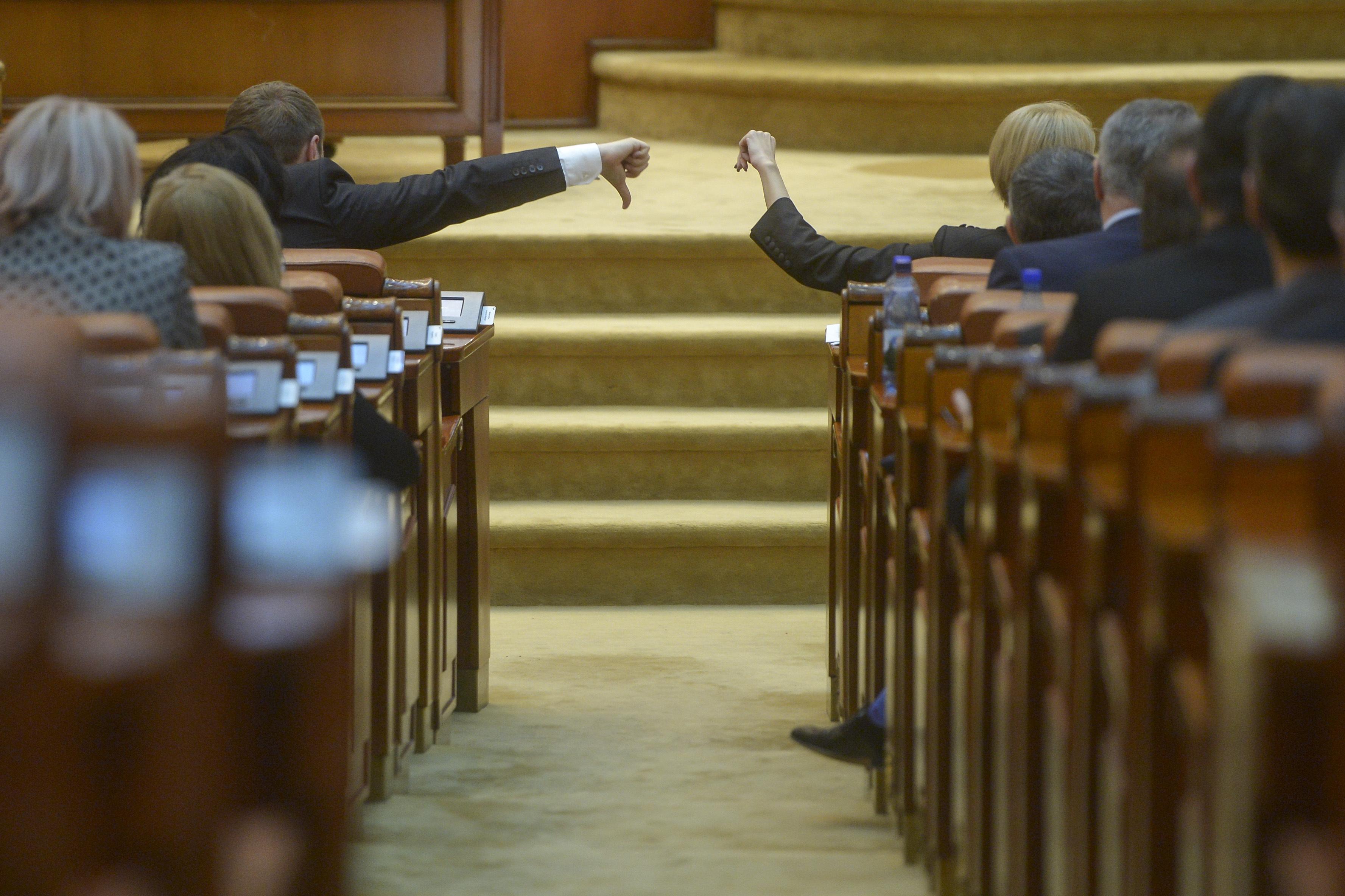 SCANDAL în şedinţa Comisiilor juridice şi de apărare din Camera Deputaţilor: Dispută pe numărarea voturilor