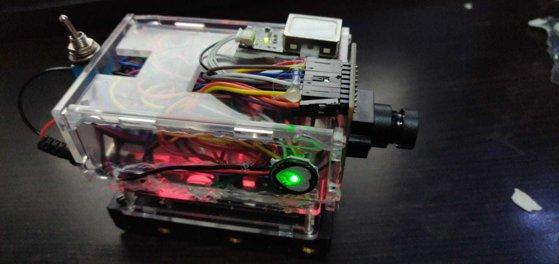 Imaginea articolului Aparat care verifică amprenta, retina şi pulsul, inventat de un sudent din Cluj | FOTO