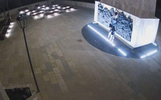 Imaginea articolului Act de vandalism în jurul statuii ecvestre a lui Ştefan cel Mare din Suceava | VIDEO