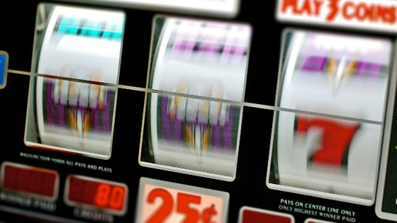 Imaginea articolului Controale ale poliţiştilor la peste 5.000 de săli de jocuri de noroc: 69% nu au asigurată pază umană