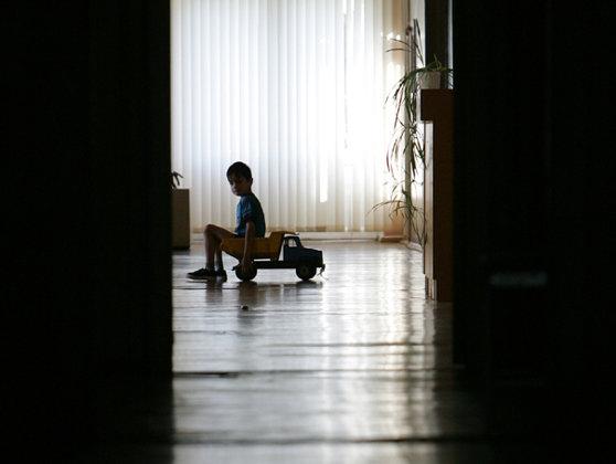 Imaginea articolului Trei copii,  internaţi într-un centru de la Protecţia Copilului Vaslui, sechestraţi într-o maşină şi loviţi