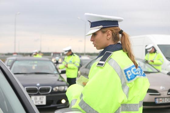 Razie în Capitală: Poliţiştii de la rutieră au deschis zece dosare penale şi au reţinut 27 permise pentru conducere sub influenţa alcoolului sau drogurilor la volan