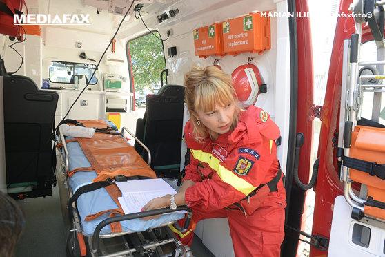 Accident în Caraş-Severin: O persoană a murit, iar alte patru au fost rănite după impactul între două maşini, pe DN6