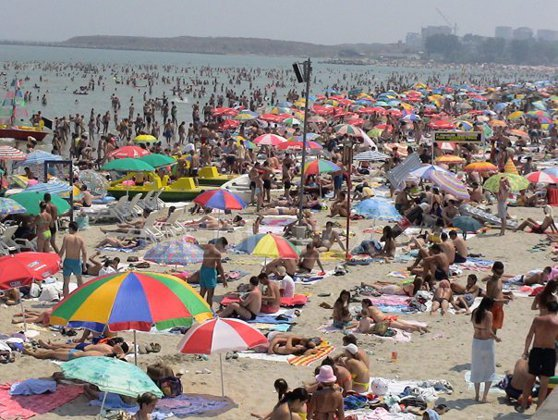 Imaginea articolului Colaci ori saltele, telefoane sau portofele: Care sunt obiectele pe care românii le pierd cel mai des pe plajă
