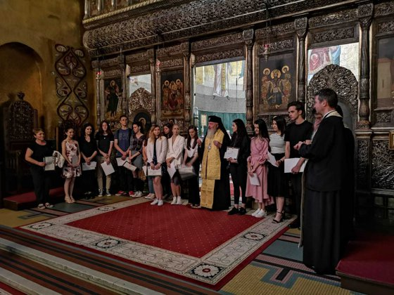 Imaginea articolului 17 tineri cu media 10 la bacalaureat, premiaţi cu câte 1.000 de lei de mitropolitul Andrei Andreicuţ