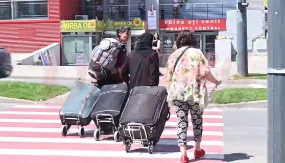 Imaginea articolului Două măicuţe au provocat scandal în Vaslui, după ce au agresat o femeie cu un copil şi au împins un bărbat pe şinele de tren/ Politişti fac cercetări | VIDEO