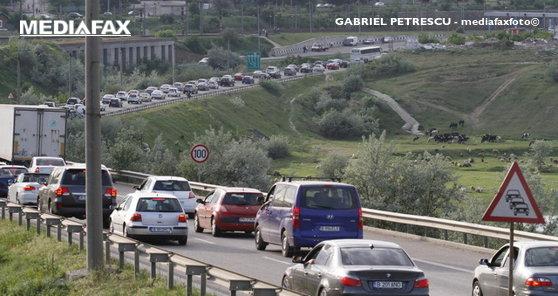 Imaginea articolului Trafic îngreunat pe Autostrada Soarelui, zona Lehliu-Gară, unde s-a răsturnat un camion cu fructe