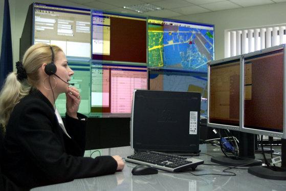 Imaginea articolului Răspunsul STS în cazul apelului fetei de la 112, rămas fără răspuns: Serviciul arată spre operatorul de telefonie: Victima a sunat de trei ori la 112/ STS nu identifică locul telefonului