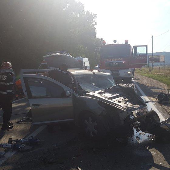 Imaginea articolului Trei persoane au murit în urma unei depăşiri neregulamentare într-o localitate din Vâlcea