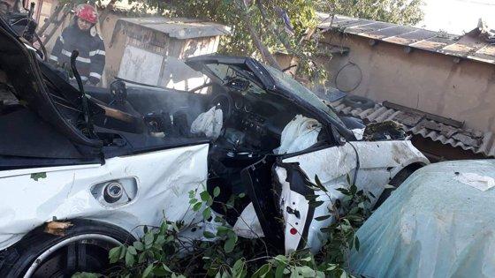 Imaginea articolului Tragedie în Tulcea: O femeie şi un copil, UCIŞI de o maşină care a intrat cu viteză peste ei în curte. Alţi 4 răniţi/ UPDATE: Şoferul fugar, găsit beat - FOTO
