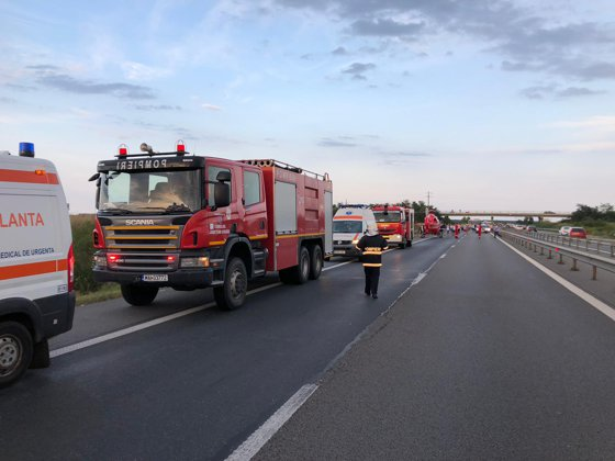 Imaginea articolului Maşină răsturnată pe Autostrada Bucureşti-Piteşti: Şase persoane, între care şi un copil, au fost rănite   FOTO