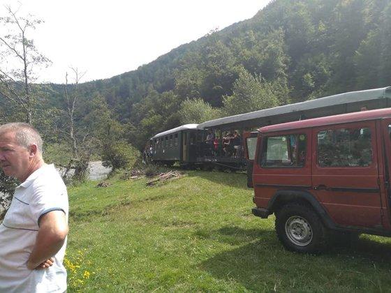 Imaginea articolului Apel la 112: Intervenţie pe Valea Vaserului, după ce un vagon al Mocăniţei a deraiat din nou/ UPDATE: Accidentul a fost confirmat de ISU