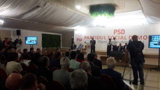 """Imaginea articolului Dăncilă a venit cu elicopterul la Iaşi, despre care presa locală a scris """"singura regiune din ţară fără autostrăzi"""". Explicaţie: """"E plătit din fondurile PSD"""""""