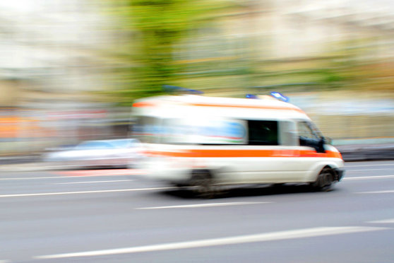Imaginea articolului Ambulanţă care transporta un pacient în stare gravă, implicată într-un accident