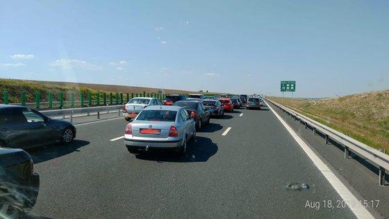 Imaginea articolului Trafic restricţionat pe Autostrada Soarelui spre litoral. O maşină a luat foc