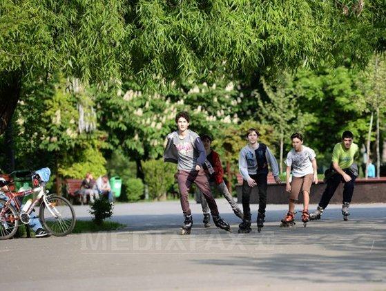 Imaginea articolului Incident grav în Parcul Tineretului din Capitală. Doi copii au fost ameninţaţi cu două cuţite de un bărbat