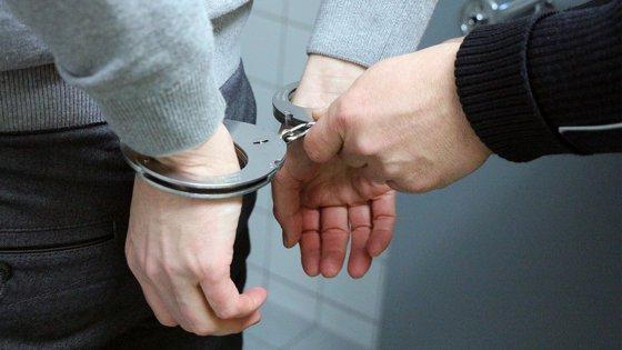 Imaginea articolului Un bărbat din Argeş, bănuit că a omorât o fată de doi ani, a fost reţinut de poliţişti