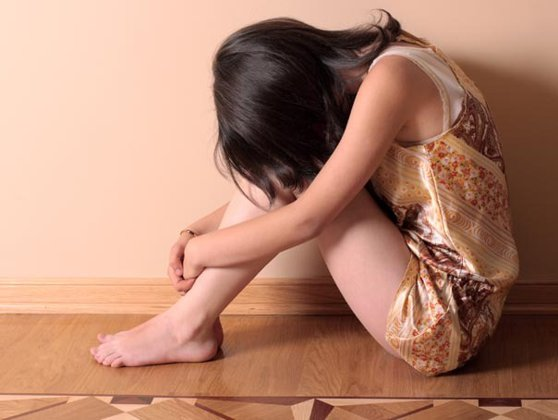 Imaginea articolului Fetiţă de 7 ani, violată de tatăl său, în timp ce mama sa era plecată din ţară. Bărbatul a fost reţinut pentru 24 de ore