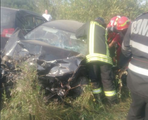 Imaginea articolului Accident în judeţul Timiş: Cinci persoane rănite după impactul dintre două maşini