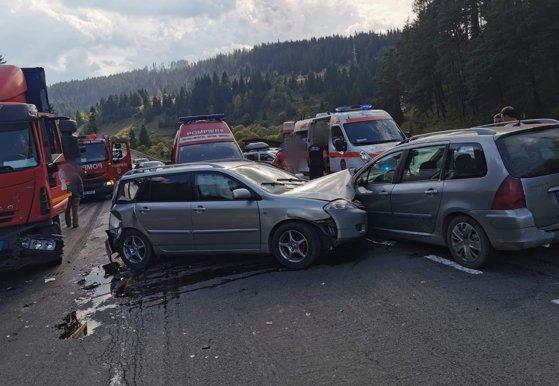 Imaginea articolului Zece persoane, între care doi copii, implicaţi într-un accident