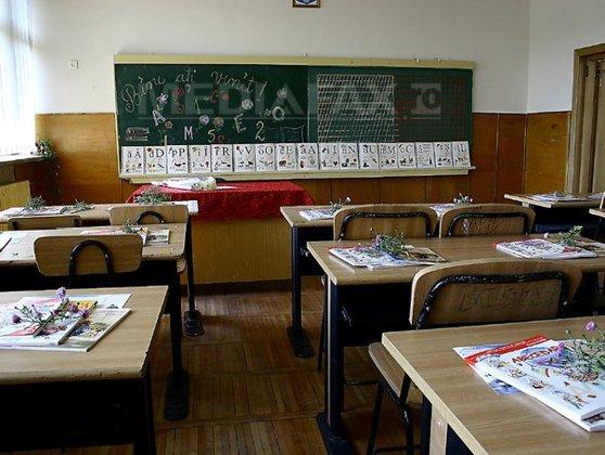 """Imaginea articolului La început de an şcolar, o treime din unităţile de învătământ din Timiş nu au pază şi monitorizare video: """"Avem profesori de serviciu care merg pe coridoare, stau la intrare"""""""