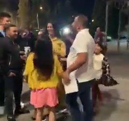 Imaginea articolului PETRECERE în faţa Penitenciarului Rahova: Artificii şi manele la eliberarea unui membru al clanului Duduianu/ VIDEO