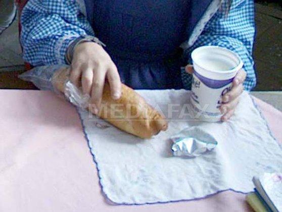Imaginea articolului Igrasie, mizerie şi cioburi la o firmă care produce cornurile destinate elevilor din Mureş   FOTO